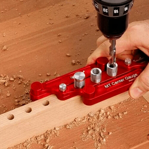 SELF-CENTERING GUAGE DOWELING JIG